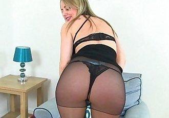 British milf Sofia works her craving pussyHD