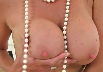 British milf Molly sends herself into a masturbation frenzy - 6 min HD