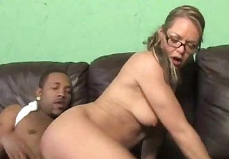 Mom Squirts on Black Cock - 5 min