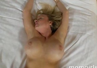 Professional milf doesnt have time for sex so does her first porn - 5 min