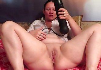 Huge Dildo in pussy mature!