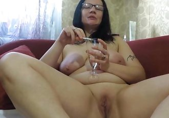 mature milf, pissing and smoking. urine fetish