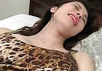 Cute jap babe using vibrator for the first time and loving it - 5 min