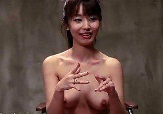 黑发 亚洲 护士 在 hogtied - 5 min