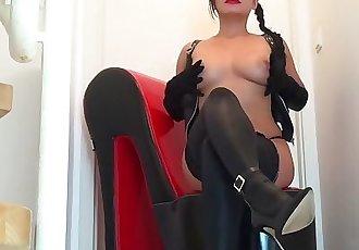 熱 亞洲 情婦 pornbabetyra 高跟鞋 腳 和 靴子 戀物癖