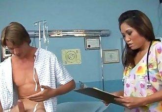 亞洲 護士 他媽的 一個 患者 - 5 min