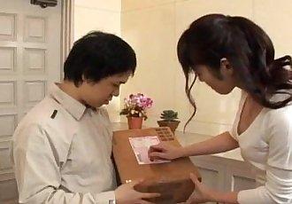 Haruna 绫濑 获取 假阳具 和 舔 shlong - 10 min