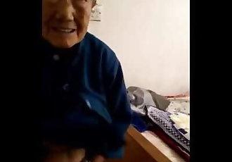 和一个80岁的高龄老太做爱
