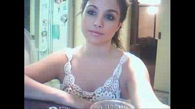 Cara de princesa y tetas maravillosas en la webcam - 3 min