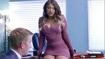 Cassidy the new boss anhela big cock of her employee - 48 sec
