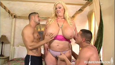 Curvy Southern MILF Zoey Andrews Fucks 2 Young Studs - 2 min