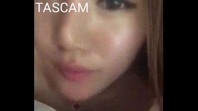 beautiful asian girl sucking small dick - 34 sec