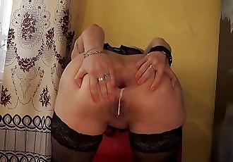 Girl with a butt plug in schadnitse masturbates her pussy big black toy.