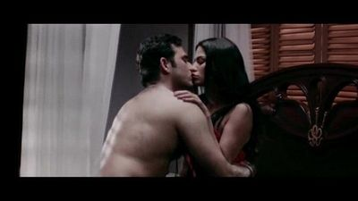 Veena-Maliks-Hot-Erotic-Bed-Scene-From-Mumbai-125-KM--Bollywood-Hindi-Movie - 3 min