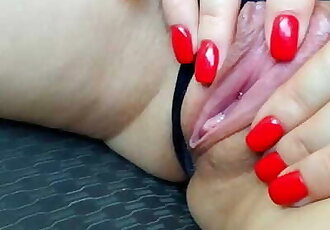 I MASTURBATE WHILE MY DAD GETS OUT OF THE CAR AT THE GAS STATION. JUICY PUSSY CUMS CLOSE-UP