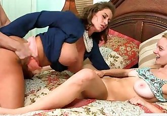 Allie Rae and Eva Notty crazy threesome in the bedroom