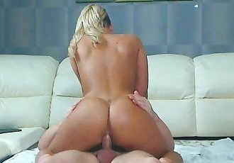 Great chick ride on the crazy squirt machineHD