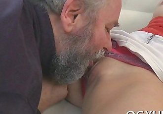 Old stud eats young pussy
