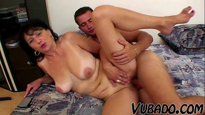 MATURE WOMAN FUCKS WITH YOUNG STUD !!HD