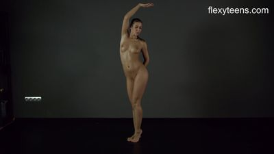 FlexyTeens - Zina shows flexible nude body