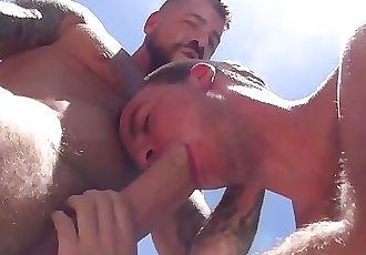 Hot Hung Daddy Fucks Twink Bareback