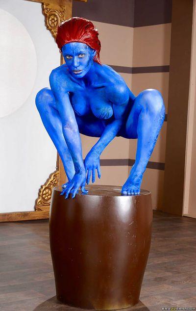 红发女郎 恋物癖 贝贝 妮可 安妮斯顿 炫耀 大 赤裸裸的 奶 在 身体 油漆 - 一部分 2
