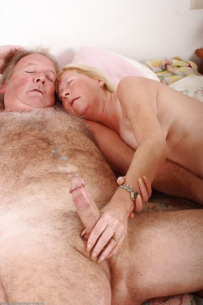 Amateur granny Angeline amazing hardcore sex in bedroom - part 2