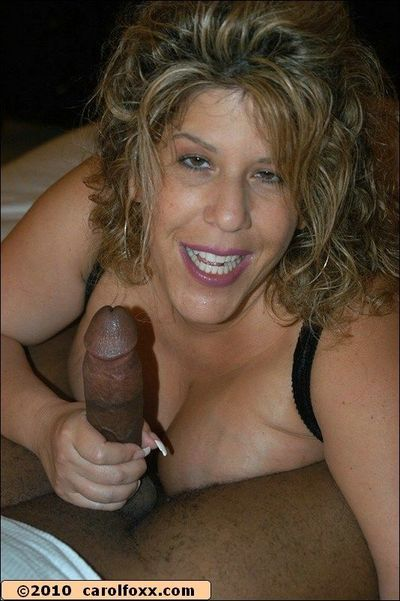 Mature bbw in gartered stockings gets a thick cock to nail her pussy on
