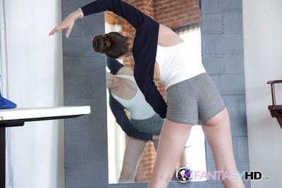 Flexy ballerina Capri Anderson shows her pretty hot naked shape
