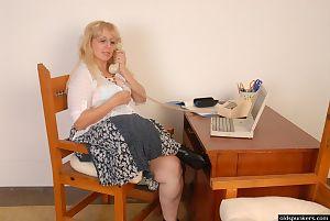 Tuyệt vời Nhuộm Anne là thủ dâm cô ấy Âm đạo trong Trước webcam