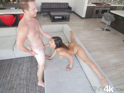 Flexible hottie Leah Gotti doing the splits while sucking a cock