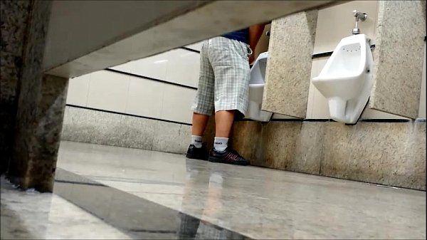 Punheteiros no banheiro publico (brazil public restroom)