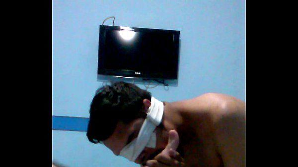 Viado lambendo solas, apanhando na cara e cheirando saco do macho (Jonas Veado)