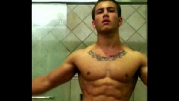Youtuber Michael Hoffman jerking off in his shower flexing his sexy muscles!