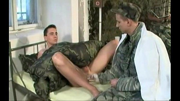 Sendo fistado e fodido no médico militar