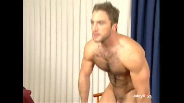 Solo hairy muscle guy