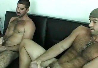 Peludos se masturbandoHairy guys wanking