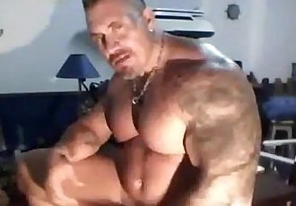 Muscle dad Solo webcamhotguycams.com