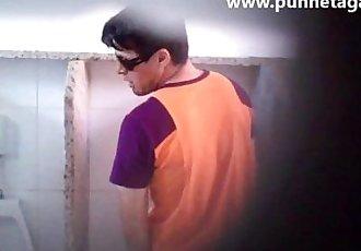 www.punhetagay.comBoquete no banheirobrasileiro