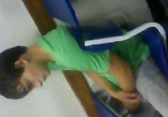 ch en la escuela con la verga parada