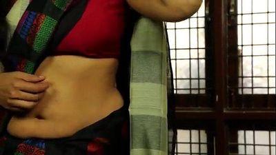 Hot Indian Housewife Seducing Romance with Neighbour - MalluMasalaMovies - 13 min