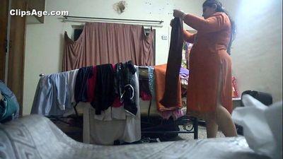 Desi aunty changing kameez - 2 min