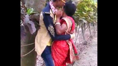 MARATHI DESI BOY AND AUNTY PASSIONATE KISS IN PUBLIC - 12 sec