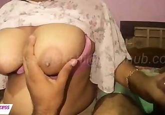 SRI LANKAN SPA GIRL BLOWJOBස්පා කෙල්ලගේ තඩි තන්දෙක මිරික..
