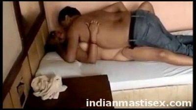 randi indian hindu lady having sex with a Muslim man - 4 min