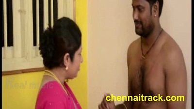 Tamil Aunty Seducing Servant - 2 min
