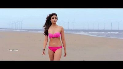 Indian Hindi Actress Alia Bhatt Hot Pink Bikini in Shaandhaar - 6 sec