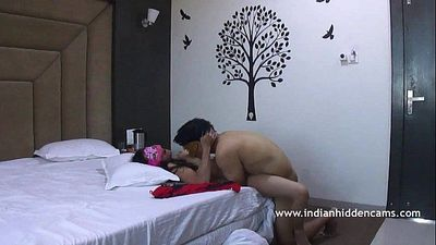Indian Couple Sex MMS Fucking In Missioary Position - 1 min 0 sec HD+