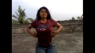 Daring Desi Flashing Outdoor In Daylight - 27 sec