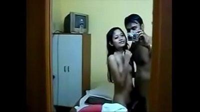 Desi teen girl enjoy with her bf - HornySlutCams.com - 9 min